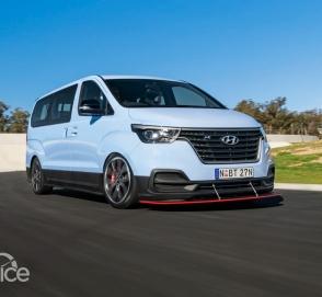 Микроавтобус Hyundai неожиданно превратился в машину для дрифта