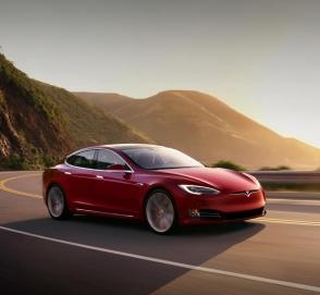 Tesla можно будет управлять со смартфона