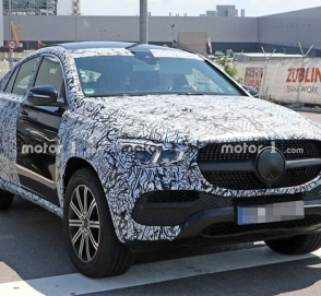 Mercedes-Benz снимает камуфляж с GLE Coupe