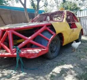 В Украине продают уникальный гоночный автомобиль всего за 600 долларов