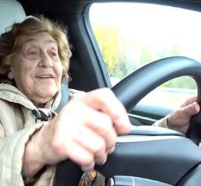 92-летняя автоледи: «Tesla – это как Москвич…»