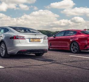 KIA Stinger против Tesla Model S: кто кого?