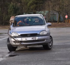 Автомобиль с двумя рулями: проверка дружбы на прочность