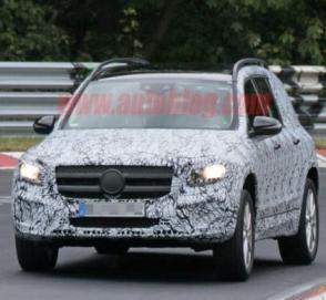 Mercedes-Benz GLB частично сбросил камуфляж
