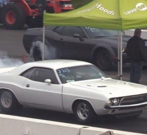 Dodge Challenger 1972 года сошелся в гонке с современным Dodge Demon