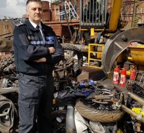 Британская полиция уничтожила мототехнику хулиганов