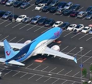 Boeing поставила самолеты на парковке для сотрудников