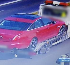 Воры угнали и порезали на куски люксовый седан Jaguar