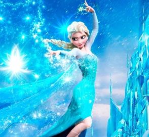 Сказочная принцесса вытолкнула полицейский грузовик из снежного плена