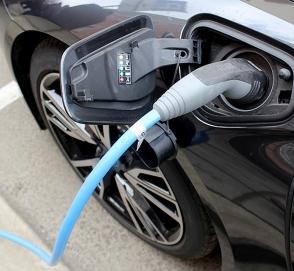 Украинцев будут стимулировать к переходу на электромобили