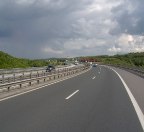 В строительных нормах сузят левую полосу на автотрассах