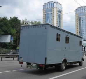 Многотонный кубик Mercedes-Benz замечен на украинских дорогах