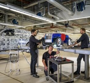 Игрушечный Rolls-Royce отправили на настоящее техобслуживание