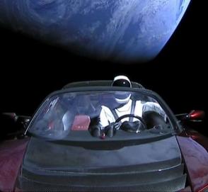 Космический Tesla Roadster совершил первый оборот вокруг Солнца