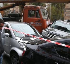 В Сети опубликовали видео момента аварии с автокраном в Киеве