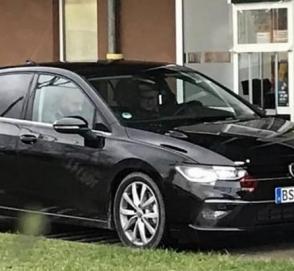 Новейший VW Golf 2020 засняли без камуфляжа на парковке возле McDonalds