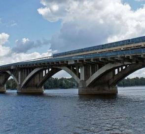 Мужчина в столице грозится взорвать мост Метро