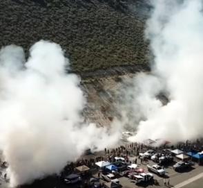 Видео: более 170 автомобилей устроили одновременное сжигание покрышек