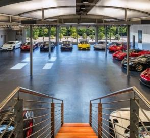 «Умный» гараж с коллекцией суперкаров выставили на торги