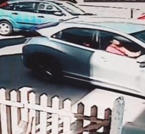 И смех, и грех: пара британцев не смогла за 8 минут припарковать автомобиль