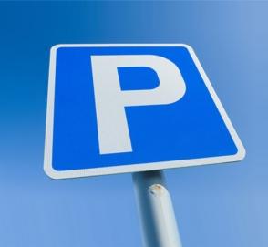 Водители в замешательстве: как автоледи смогла так выехать с парковки ?
