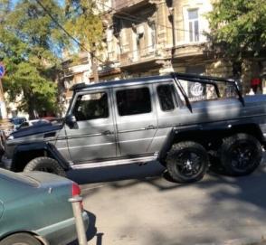В Одессе засветился редкий шестиколесный «Гелик»