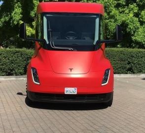 Tesla планирует представить электрический пикап к концу лета