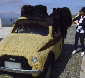 Итальянка сделала автомобилю «прическу» из человеческих волос