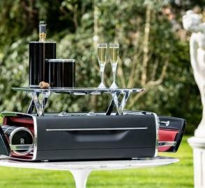 Rolls-Royce предлагает шампанское за почти 50 000 долларов