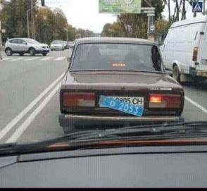 Курьез с номерами рассекретил автомобиль скрытого наблюдения МВД