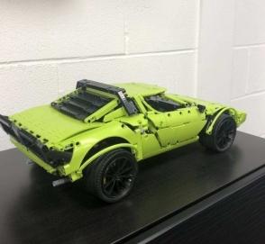 Lancia Stratos из набора Lego Technic Porsche 911 GT3 RS