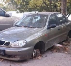 В Киеве насчитали более 600 брошенных автомобилей