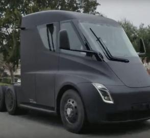 Прототип грузовика Tesla промчался по улице без камуфляжа