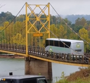 70-летний мост прогнулся под автобусом, но не упал
