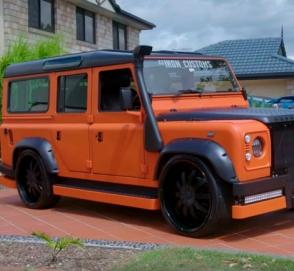 Land Rover Defender превратили в машинку Hot Wheels