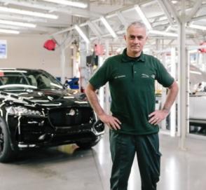 Жозе Моуриньо поработал сборщиком автомобилей Jaguar