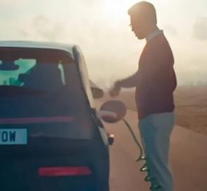Toyota потроллила электромобили в своей рекламе гибрида