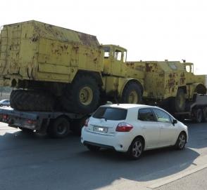 В Киеве замечена фура с редкими тракторами