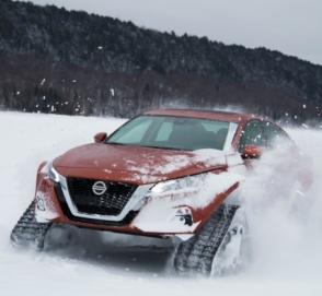 Nissan показал ультимативный седан на гусеницах