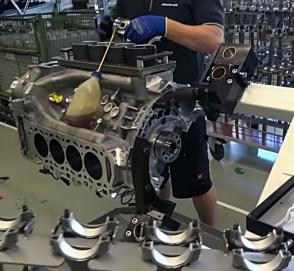 Как делают двигатели V8 AMG