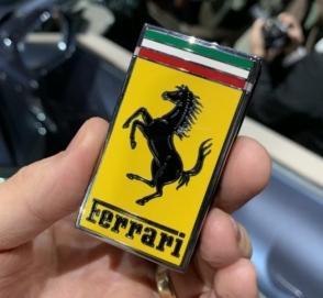 В Сети высмеяли дизайн нового ключа от Ferrari