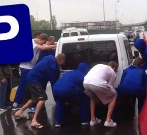 Очередному «герою парковки» досталось от украинских баскетболистов