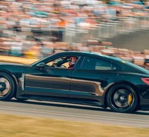 Porsche приступил к финальным тестам Taycan