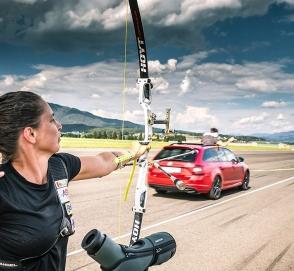 Спортивный универсал Skoda соревновался в скорости со стрелой
