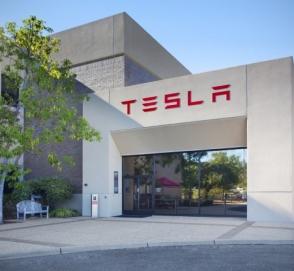 Из компании Tesla уволился третий вице-президент за месяц