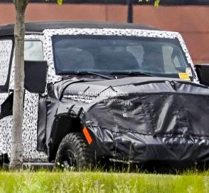 Новый двухдверный Jeep Wrangler тестируют бок о бок с открытой версией