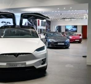 Tesla планирует поставить до 400 000 электромобилей в 2019 году