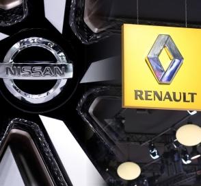 Париж намерен добиваться слияния Renault и Nissan