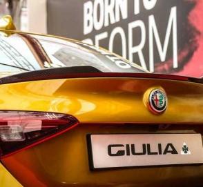 Alfa Romeo выпустила «золотую» версию Giulia Quadrifoglio