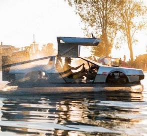 В Cети продают «летающий» DeLorean